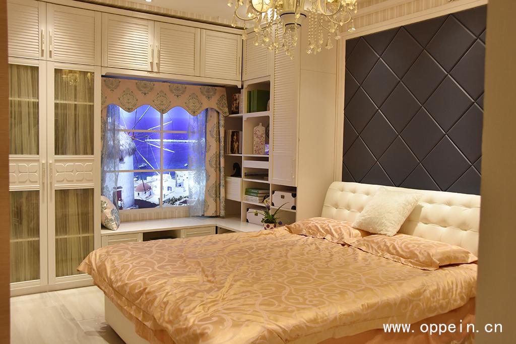 实用的卧室飘窗装修效果图